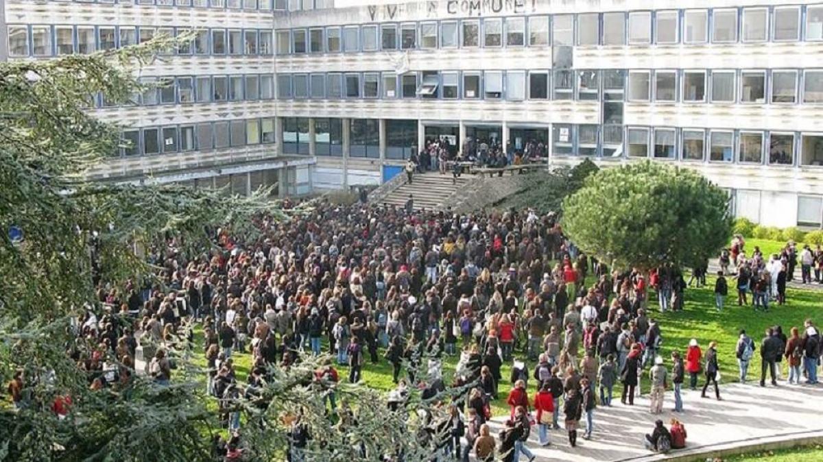 L'université Rennes 2, bloquée par les manifestants en 2009