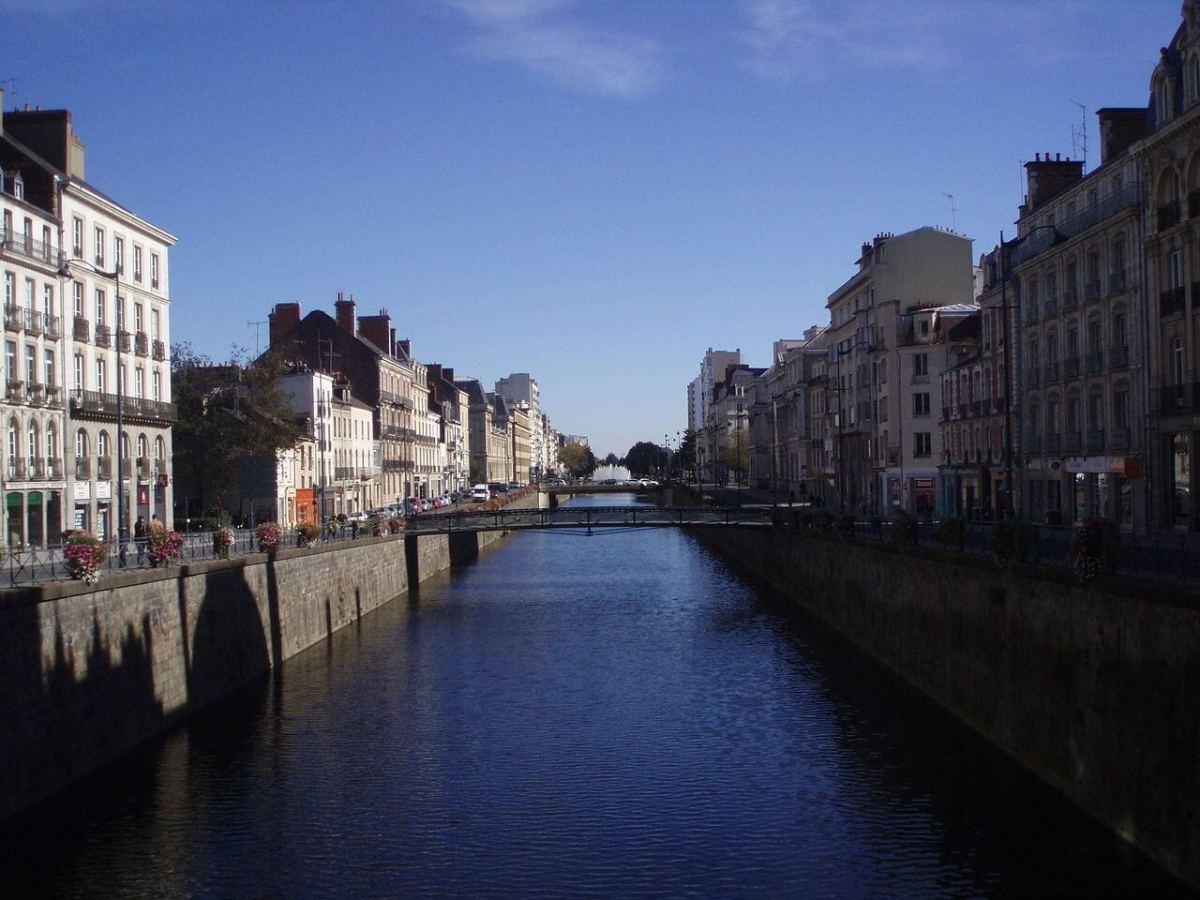 Vue sur la Vilaine depuis la place de la République