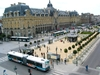 Plusieurs lignes de bus circulant autour du Palais du Commerce de Rennes
