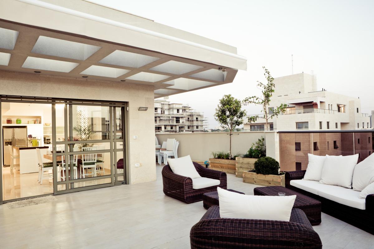 Balcon d'un immeuble neuf