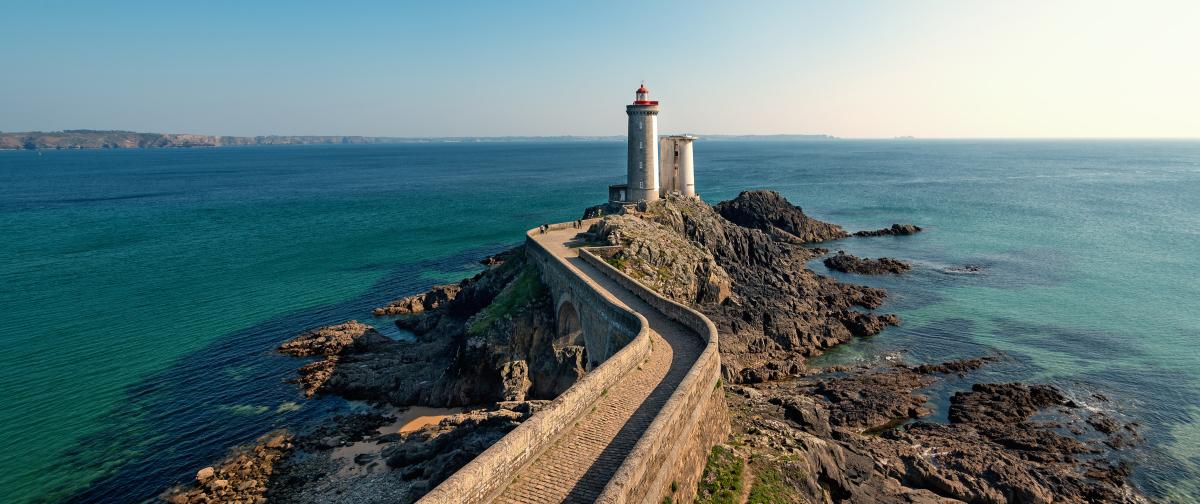 immobilier côte d'Émeraude - Vue sur le phare du Petit Minou à Plouzane en Bretagne