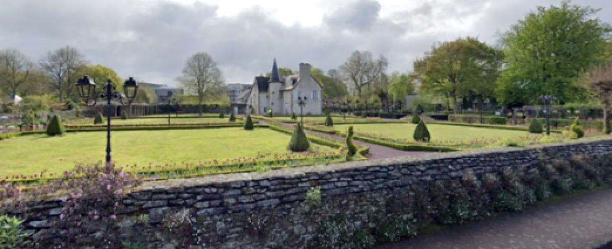 Le manoir de Bourgchevreuil, avec son magnifique jardin