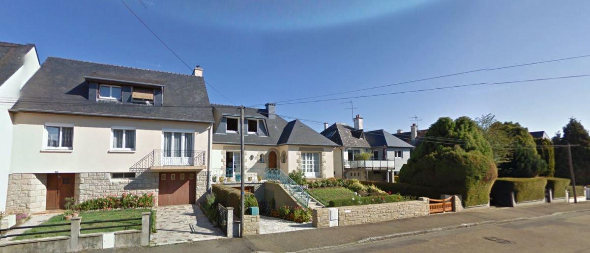 Des maisons au design moderne sur la rue du Parc, dans le centre-bourg de Chavagne