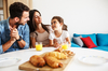 plafond pinel rennes - une famille au petit déjeuner