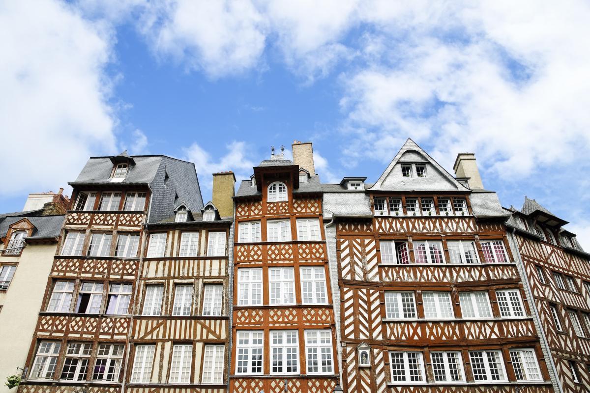 Taux immobilier à Rennes et en Bretagne – vue les rues historiques de Rennes