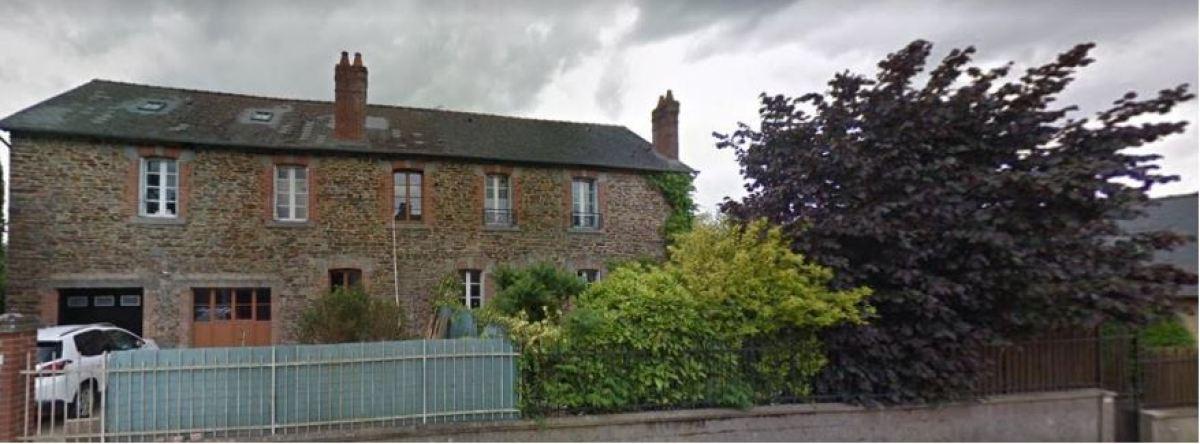 Une maison typique bretonne sur la rue de Rennes, dans la commune de Vezin-le-Coquet
