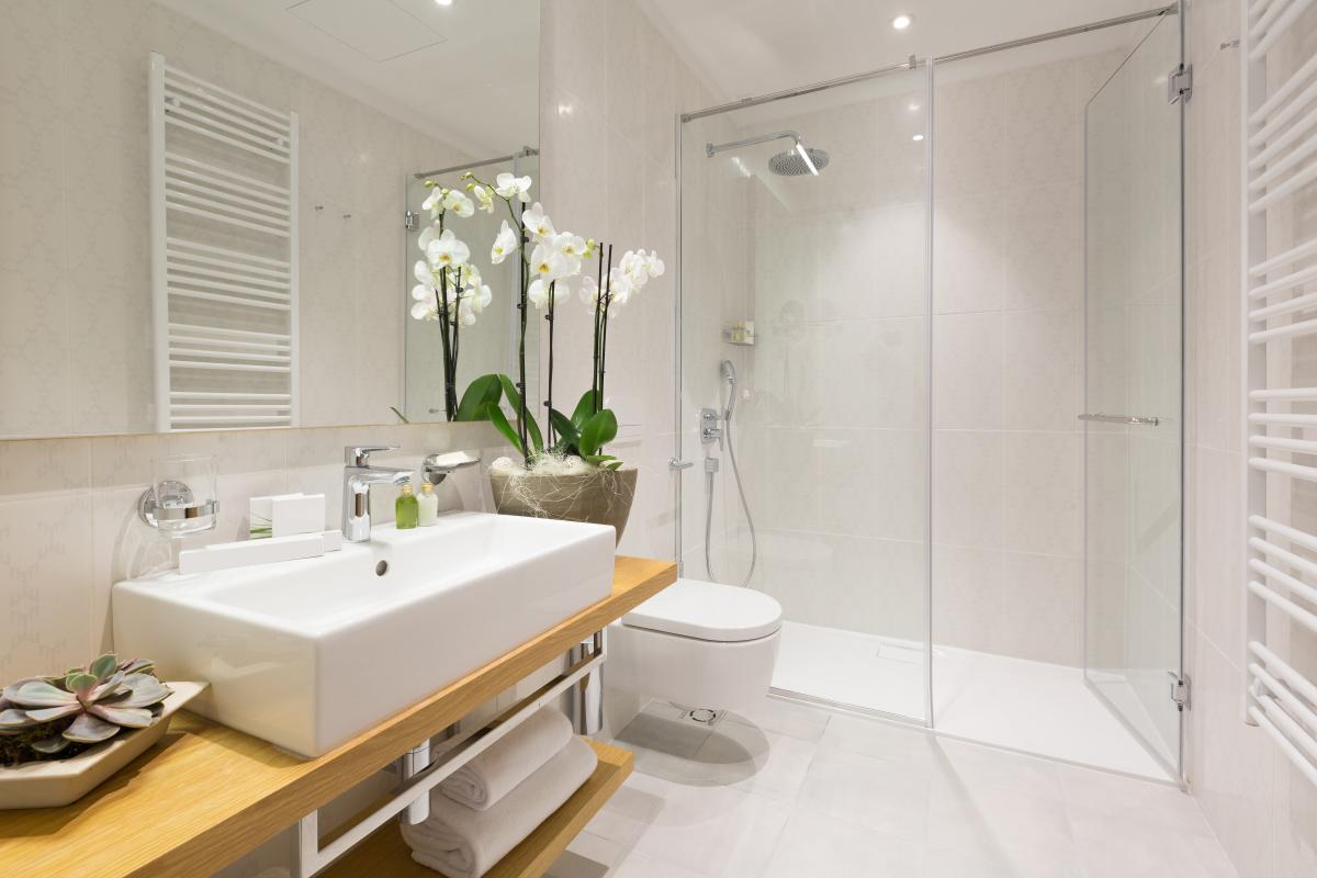 location appartement rennes - une salle de bains adaptée aux personnes à mobilité réduite