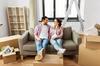 location appartement rennes - un couple en train d'emménager dans leur nouvel appartement