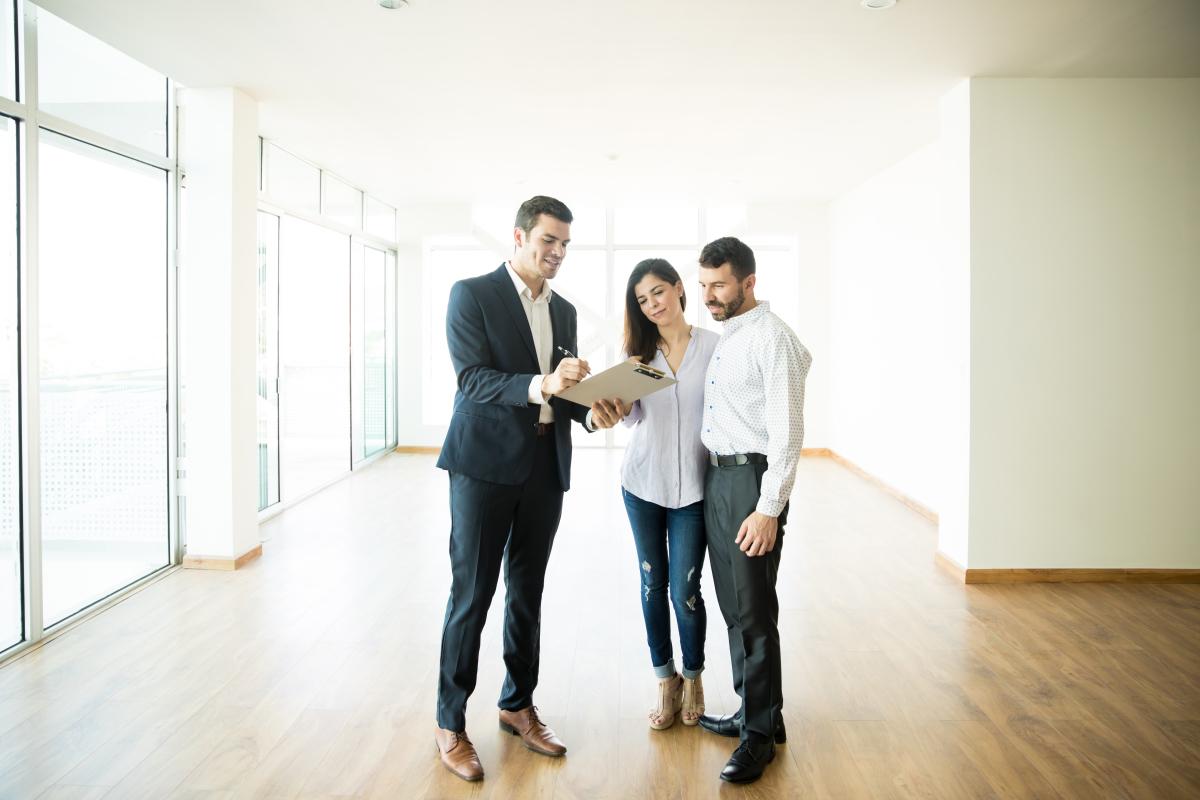 louer appartement rennes - La levée des réserves avec un agent immobilier dans un appartement neuf