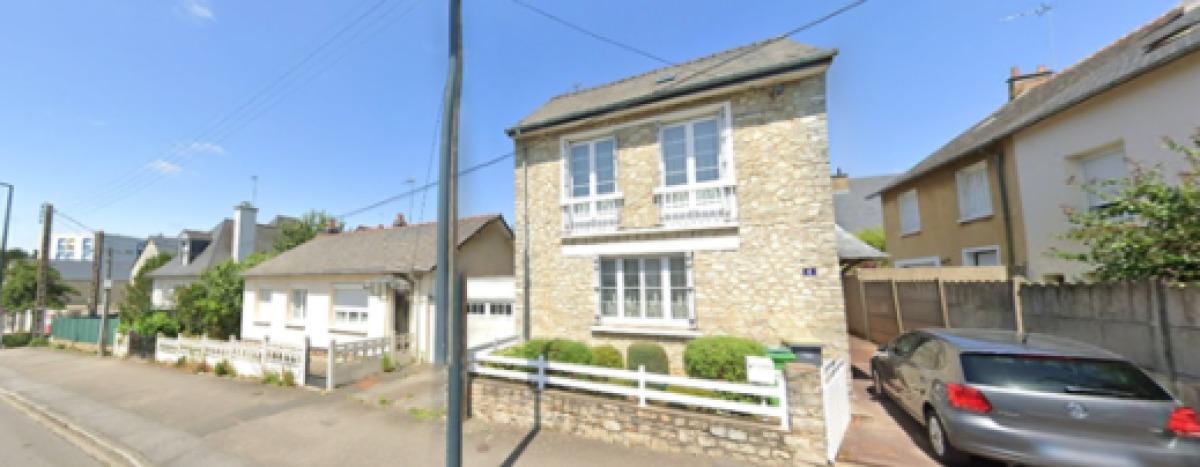 Une petite maison en pierre à Rennes, dans le quartier de Maurepas