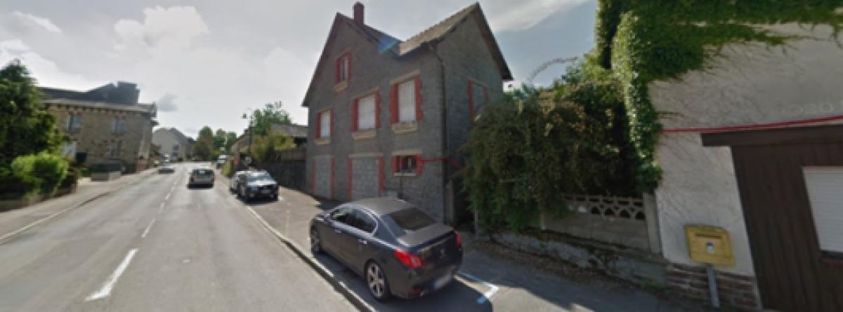 Une maison en pierre sur l'avenue de Brizeux, dans la commune de Pacé