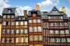 Histoire de l'architecture à Rennes - Immeubles à colombages sur la place du Champ-Jacquet à Rennes