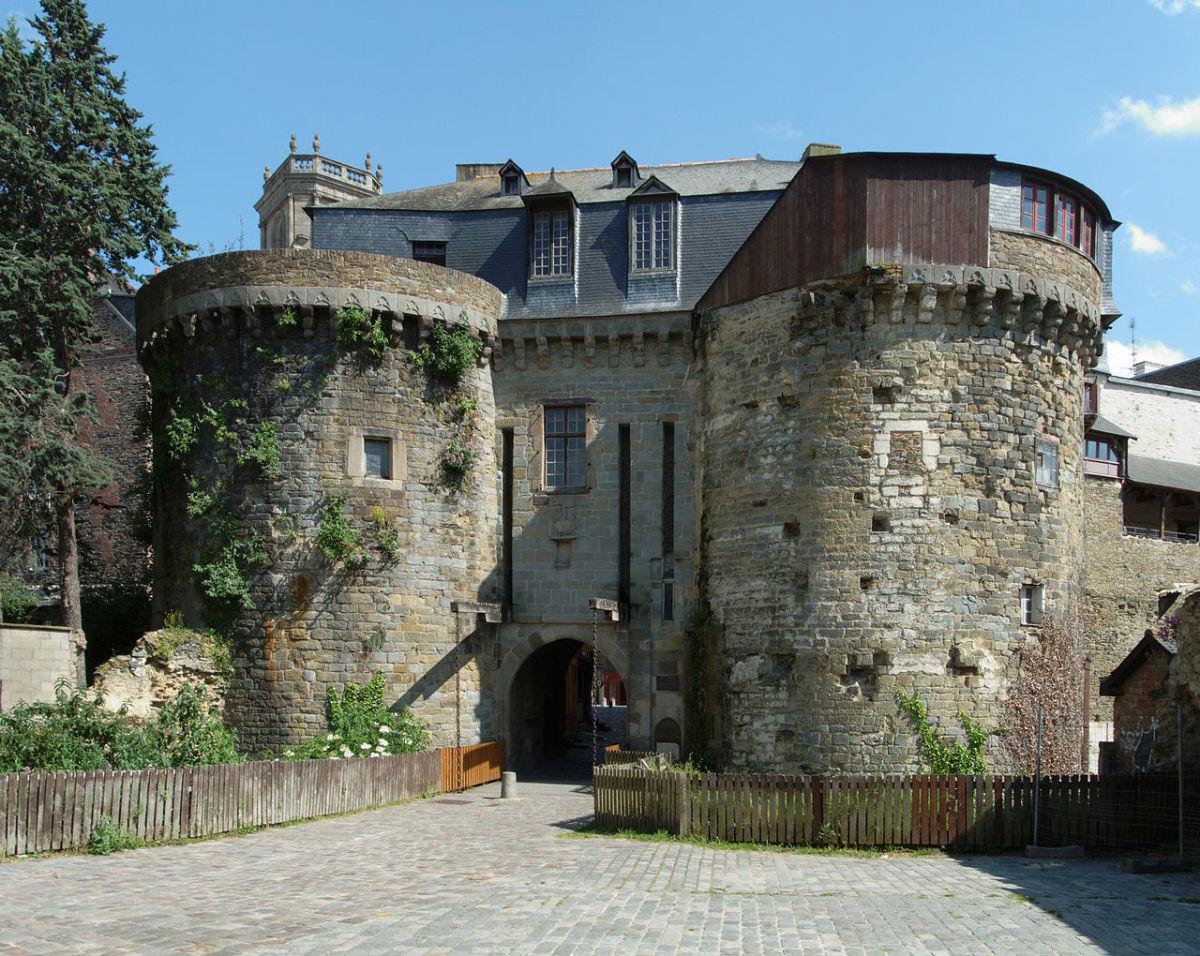 Histoire de l'architecture à Rennes - Les Portes Mordelaises ou Portes des Ducs de Bretagne, bâtiment du moyen âge