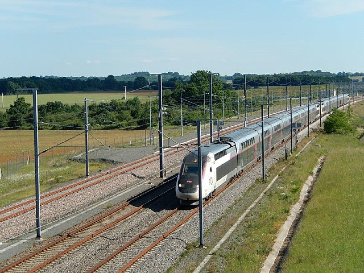 Transports en commun à Rennes - Train LGV près de Rennes