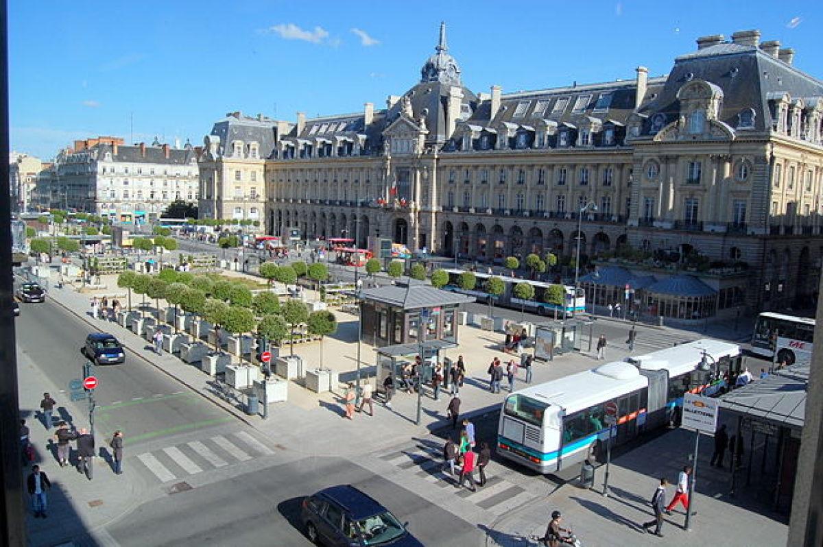 Transports en commun à Rennes - Bus place de la République