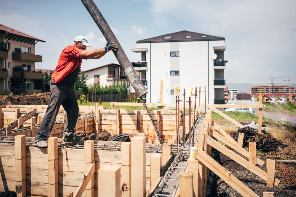projets urbains à Rennes  –  ouvrier sur un chantier