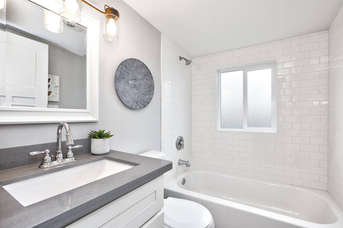 Immobilier neuf Rennes - Une salle de bain moderne dans un appartement neuf