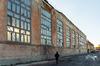 Loi 4D à Rennes – Homme se promenant devant un bâtiment désaffecté