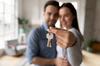 Un couple venant de louer leur appartement
