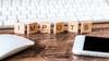 Réduction d'impôt Pinel – Concept d'impôts avec lettre en bois