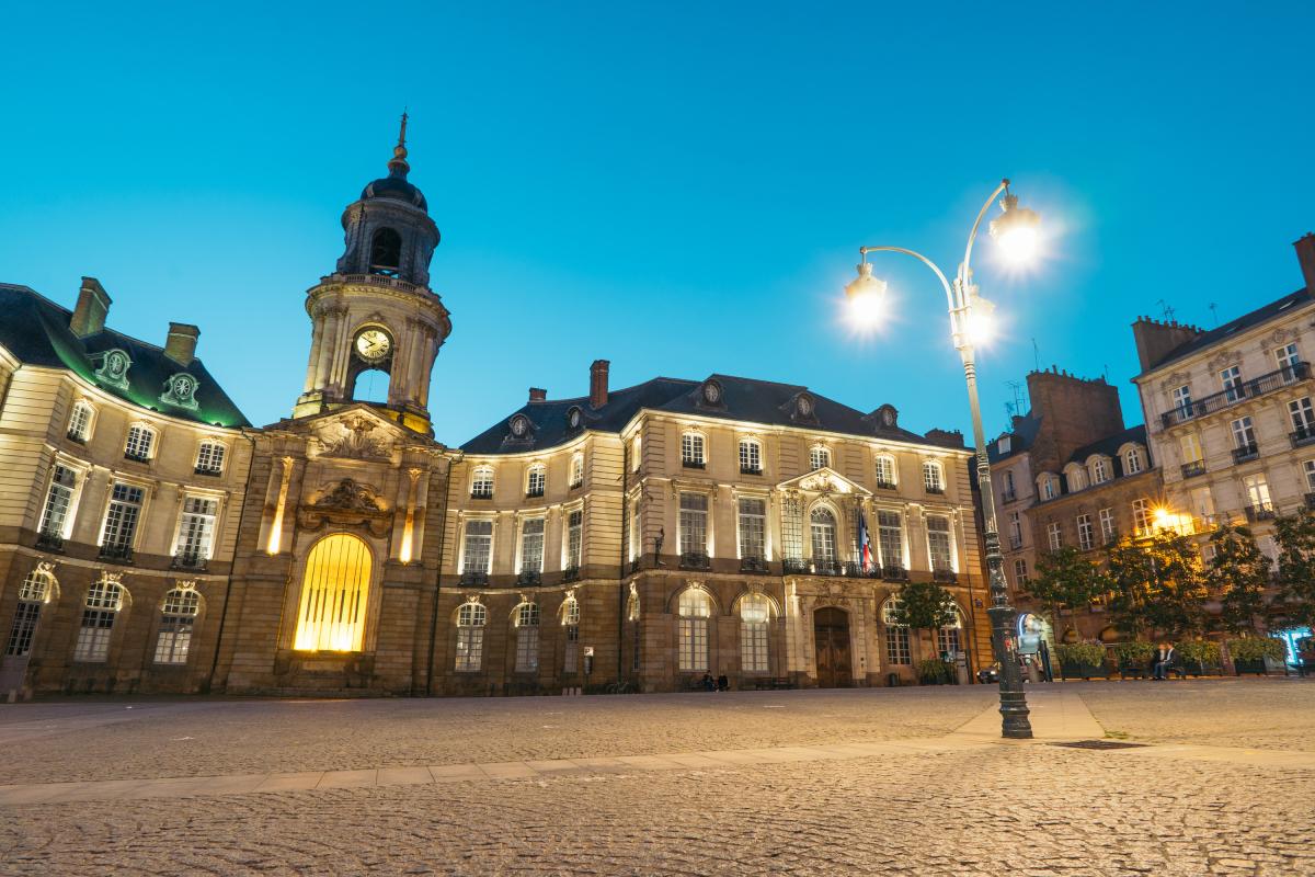 Végétalisation à Rennes - Place de la mairie avec l'Hôtel de ville
