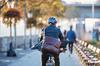Ligne B du métro à Rennes -Homme avec une sacoche à vélo