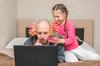 logement évolutif –  un père en télétravail et sa fille