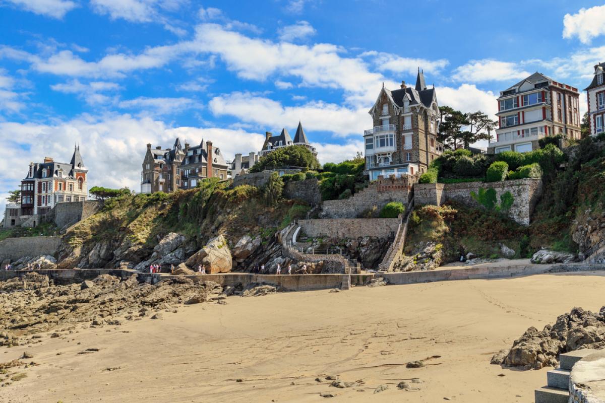 Immobilier Bretagne – vue sur des villas à Dinard