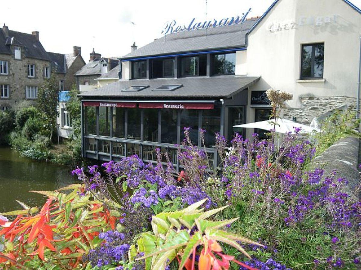 où vivre à Rennes en famille - photo d'un restaurant en bord de Vilaine