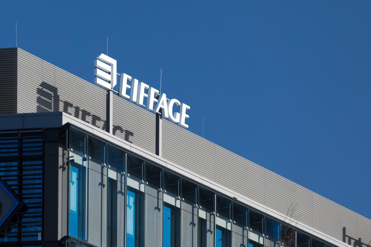 Eiffage à Rennes – Logo Eiffage sur un bâtiment de bureaux